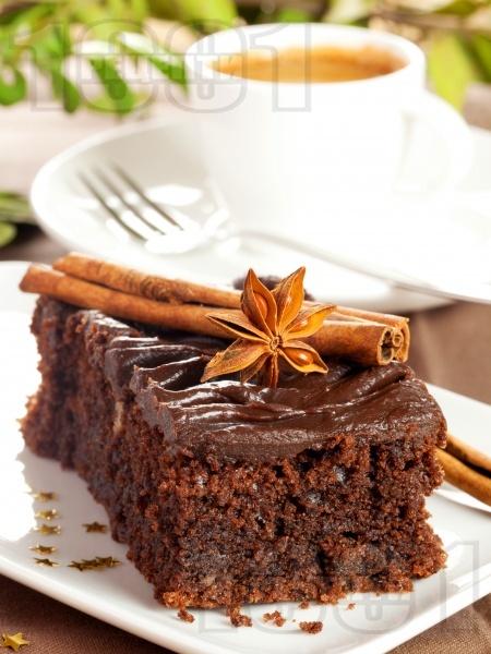 Какаов сладкиш с канела и шоколадова глазура - снимка на рецептата